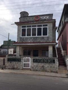 Casa de  5 cuartos, 4 baños y 1 garaje por $ 120.000 en La Habana del Este, La Habana