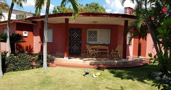 Casa de  6 cuartos, 6 baños y 1 garaje por $ 300.000 en Cienfuegos, Cienfuegos