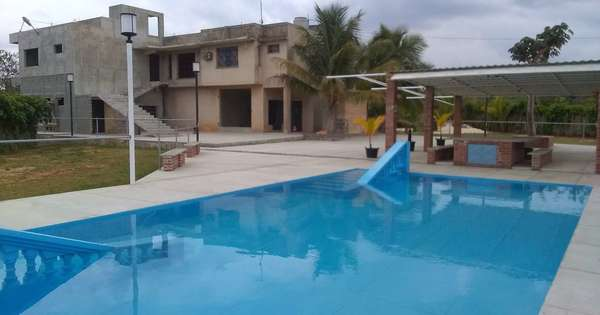 Casa de  8 cuartos, 12 baños y 2 garajes por $ 600.000 en Bauta, Artemisa