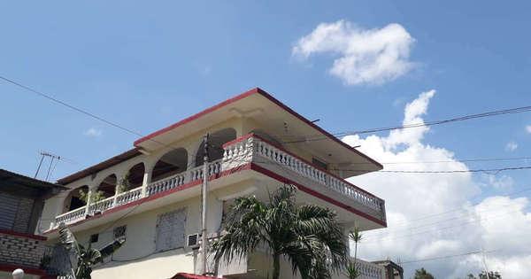 Casa de  6 cuartos, 6 baños y 1 garaje por $ 130.000 en Santiago de Cuba, Santiago de Cuba