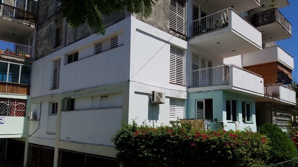 Casa de  2 cuartos, 2 baños y 1 garaje por $ 120.000 en Plaza de la Revolución, La Habana