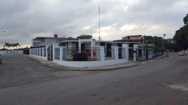 Casa de  8 cuartos y 5 baños por $ 950.000 en La Habana/Plaza de la Revolución
