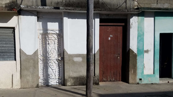 Casa de  3 cuartos y 1 baño por $ 13.000 en Cienfuegos/Cienfuegos/Centro Histórico