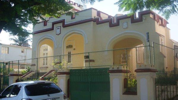 Casa de  5 cuartos, 3 baños y 1 garaje por $ 390.000 en Diez de Octubre, La Habana