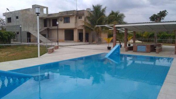 Picture on Casa de 8 cuartos, 12 baños y 2 garajes por $ 500.000 en Bauta, Artemisa