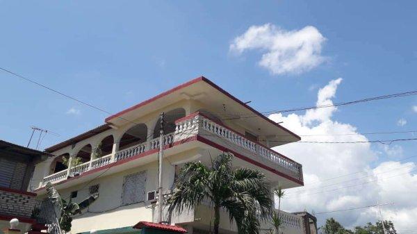 Casa de  6 cuartos, 6 baños y 1 garaje por $ 110.000 en Santiago de Cuba, Santiago de Cuba