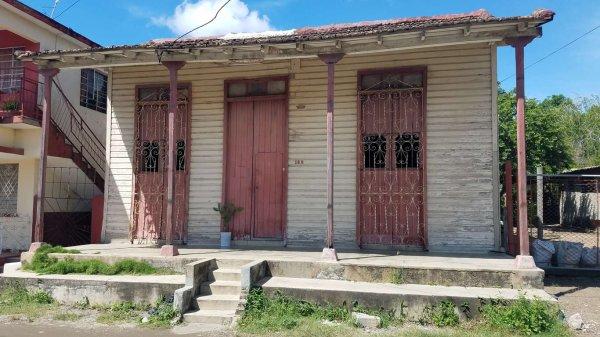Picture on Casa de 4 cuartos y 1 baño por $ 12.000 en Cienfuegos, Cienfuegos