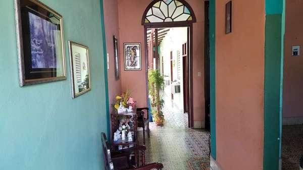 Casa de  4 cuartos, 4 baños y 1 garaje por $ 65.000 en Cienfuegos, Cienfuegos