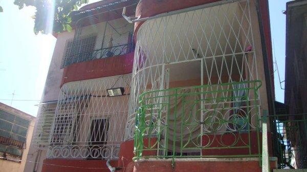 Casa de  3 cuartos, 2 baños y 1 garaje por $ 85.000 en Diez de Octubre, La Habana