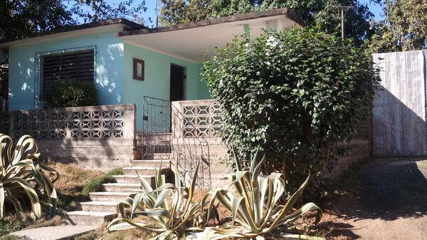 Casa de  3 cuartos, 1 baño y 1 garaje por $ 30.000 en Cienfuegos/Cienfuegos/Tulipán