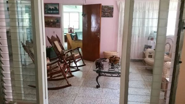 Picture on Casa de 5 cuartos, 2 baños y 1 garaje por $ 400.000 en Playa, La Habana