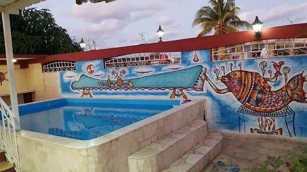 Casa de  5 cuartos, 6 baños y 2 garajes por $ 130.000 en Playa, La Habana