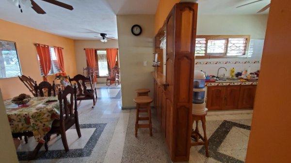Casa de  3 cuartos, 3 baños y 1 garaje por $ 165.000 en Cienfuegos/Cienfuegos/Punta Gorda