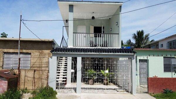 Casa de  4 cuartos, 5 baños y 1 garaje por $ 180.000 en Cienfuegos, Cienfuegos