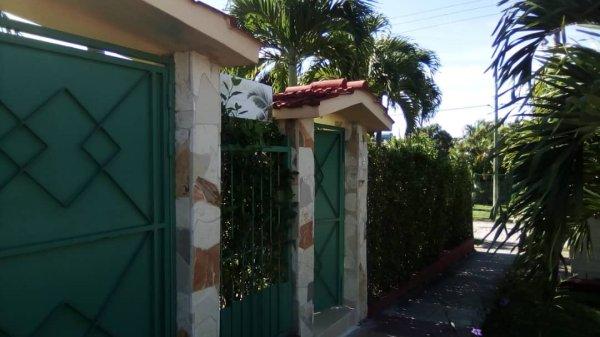 Picture on Casa de 3 cuartos, 3 baños y 1 garaje por $ 200.000 en La Habana del Este, La Habana