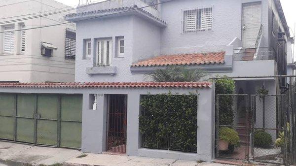 Picture on Casa de 4 cuartos, 3 baños y 1 garaje por $ 150.000 en Playa, La Habana