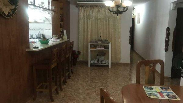 Casa de  3 cuartos, 4 baños y 1 garaje por $ 170.000 en Playa, La Habana