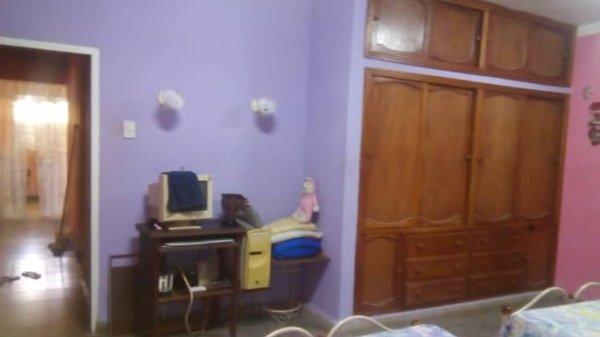 Casa de  4 cuartos, 4 baños y 3 garajes por $ 80.000 en Boyeros, La Habana
