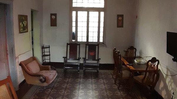 Casa de  6 cuartos y 3 baños por $ 200.000 en La Habana/Playa/Miramar