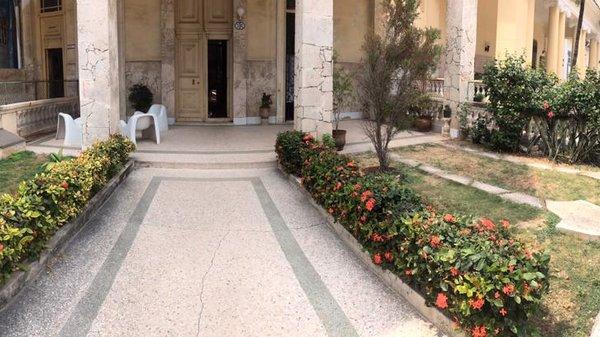 Picture on Casa de 4 cuartos, 2 baños y 1 garaje por $ 100.000 en Plaza de la Revolución, La Habana