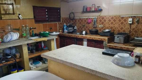 Casa de  4 cuartos, 1 baño y 1 garaje por $ 30.000 en Cienfuegos, Cienfuegos