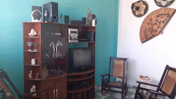 Picture on Casa de 3 cuartos y 2 baños por $ 33.000 en Cerro, La Habana