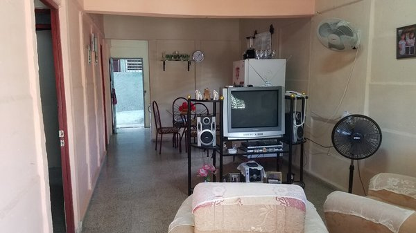 Casa de  3 cuartos, 2 baños y 1 garaje por $ 25.000 en Cienfuegos, Cienfuegos
