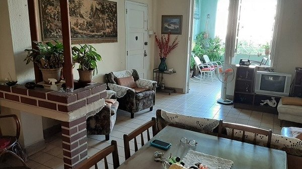 Apartamento de  4 cuartos, 2 baños y 1 garaje por $ 95.000 en La Habana/Plaza de la Revolución