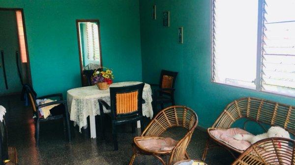Casa de  7 cuartos, 5 baños y 1 garaje por $ 200.000 en Cerro, La Habana