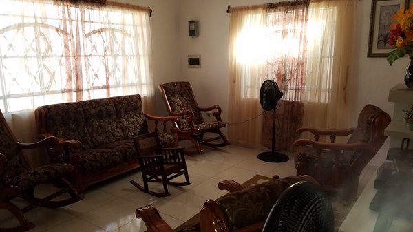 Casa de  3 cuartos y 1 garaje por $ 105.000 en Cienfuegos, Cienfuegos