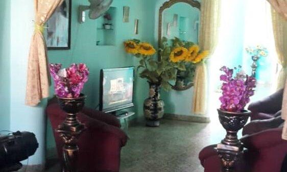 Casa de  5 cuartos, 3 baños y 1 garaje por $ 300.000 en Plaza de la Revolución, La Habana