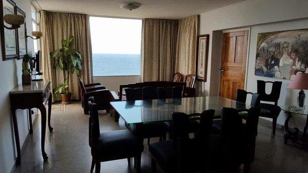 Apartamento de  3 cuartos y 2 baños por $ 230.000 en Plaza de la Revolución, La Habana