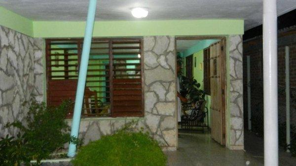 Picture on Casa de 3 cuartos, 2 baños y 1 garaje por $ Ajustable en Santiago de Cuba, Santiago de Cuba