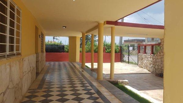 Picture on Casa de 5 cuartos, 6 baños y 1 garaje por $ Ajustable en Playa, La Habana