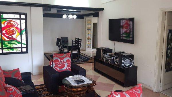 Apartamento de  4 cuartos, 4 baños y 1 garaje por $ 300.000 en La Habana/Playa/Miramar