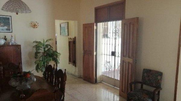 Casa de  4 cuartos, 4 baños y 1 garaje por $ 400.000 en La Habana/Playa/Miramar