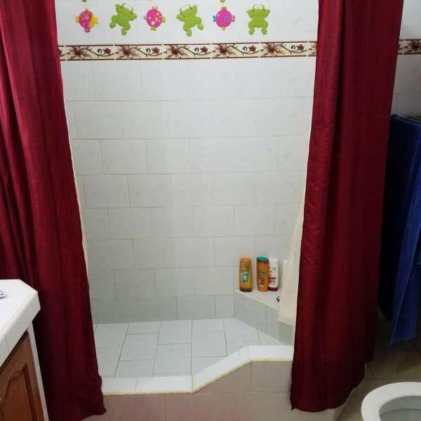 Casa de 3 cuartos y 1 baño por $ 120.000