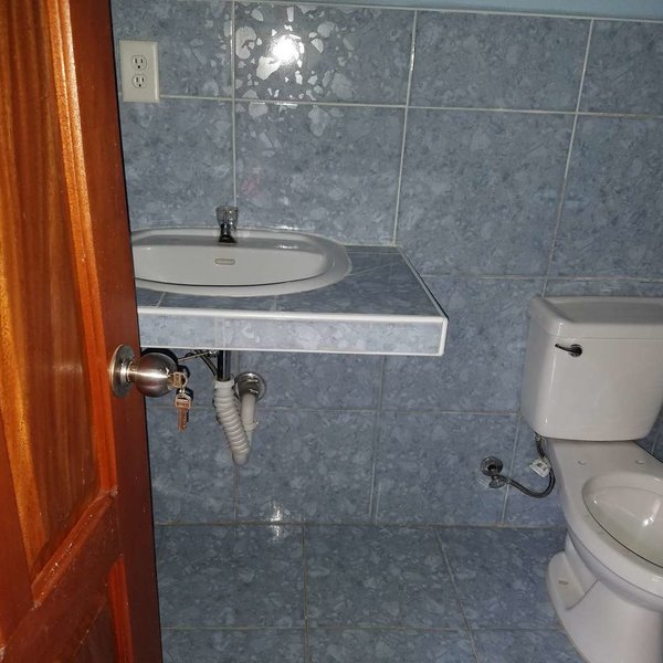 Casa de 3 cuartos y 3 baños por $ 50.000