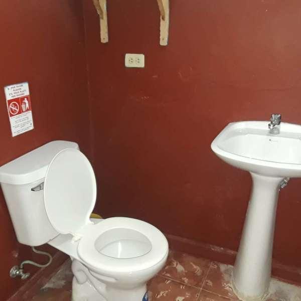 Casa de 8 cuartos y 7 baños por $ 180.000