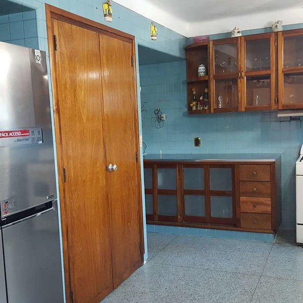 Casa de 8 cuartos y 5 baños por $ 950.000