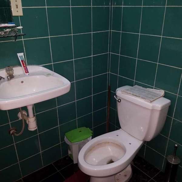 Casa de 2 cuartos y 1 baño por $ 15.000