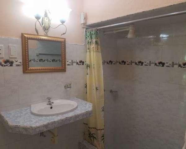 Casa de 3 cuartos y 2 baños por $ 50.000:
