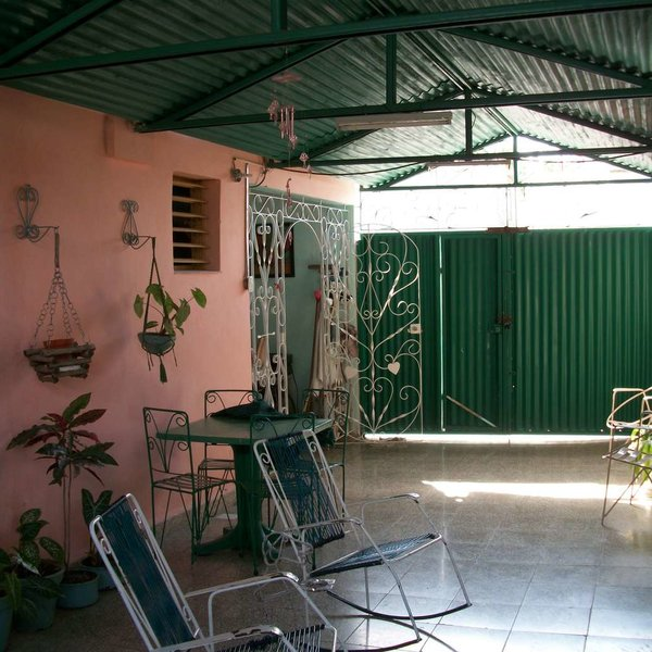 Casa de 4 cuartos, 2 baños y 1 garaje por $ 90.000