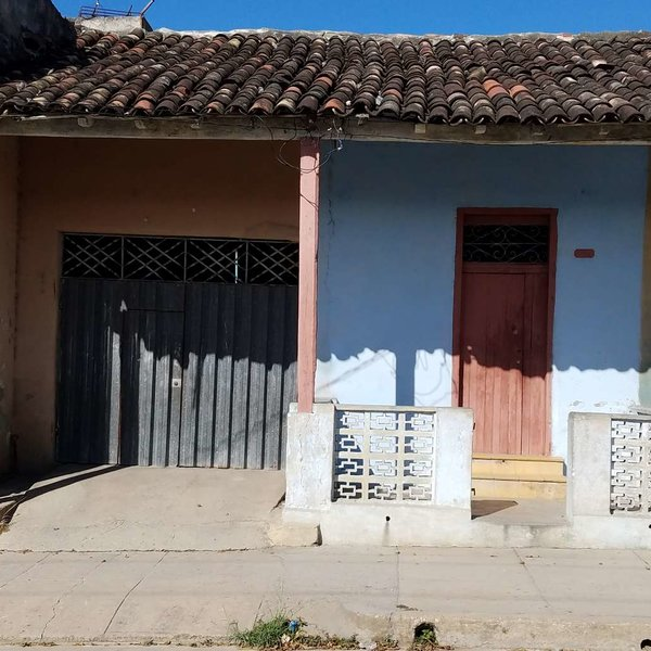 Casa de 2 cuartos, 1 baño y 1 garaje por $ 16.000: