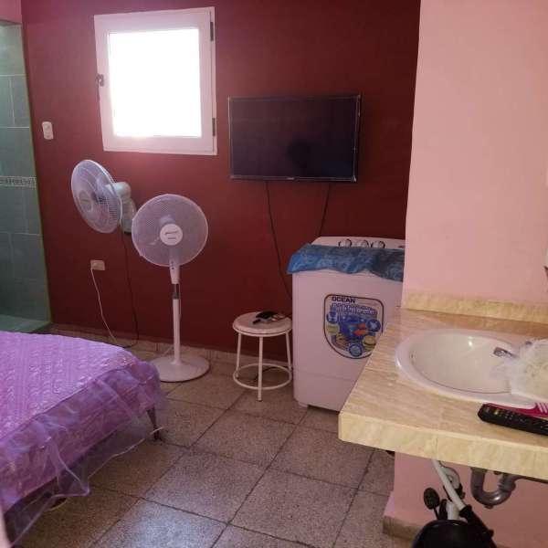 Casa de 2 cuartos y 2 baños por $ 17.000