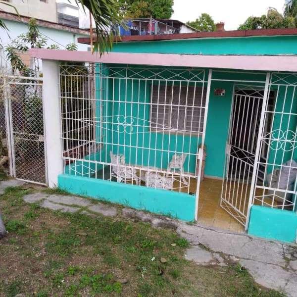 Casa de 2 cuartos, 1 baño y 1 garaje por $ 23.000
