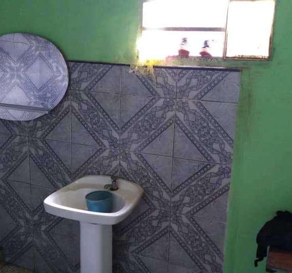 Casa de 2 cuartos, 1 baño y 1 garaje por $ 23.000: