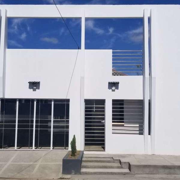 Casa de 2 cuartos, 2 baños y 1 garaje por $ 105.000