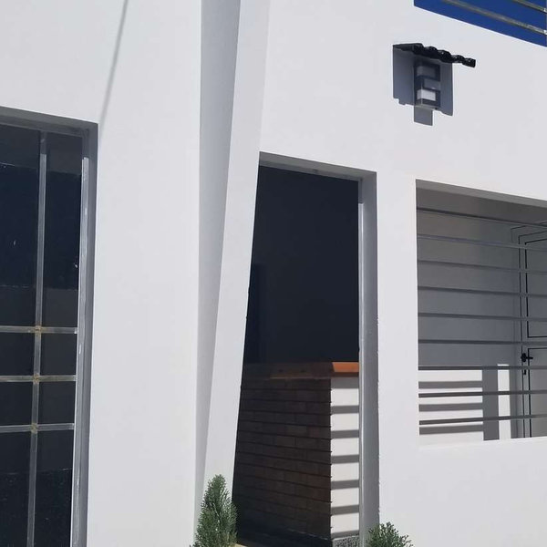 Casa de 2 cuartos, 2 baños y 1 garaje por $ Ajustable