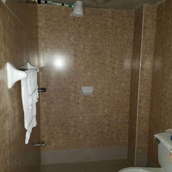 Casa de 8 cuartos y 3 baños por $ 90.000: